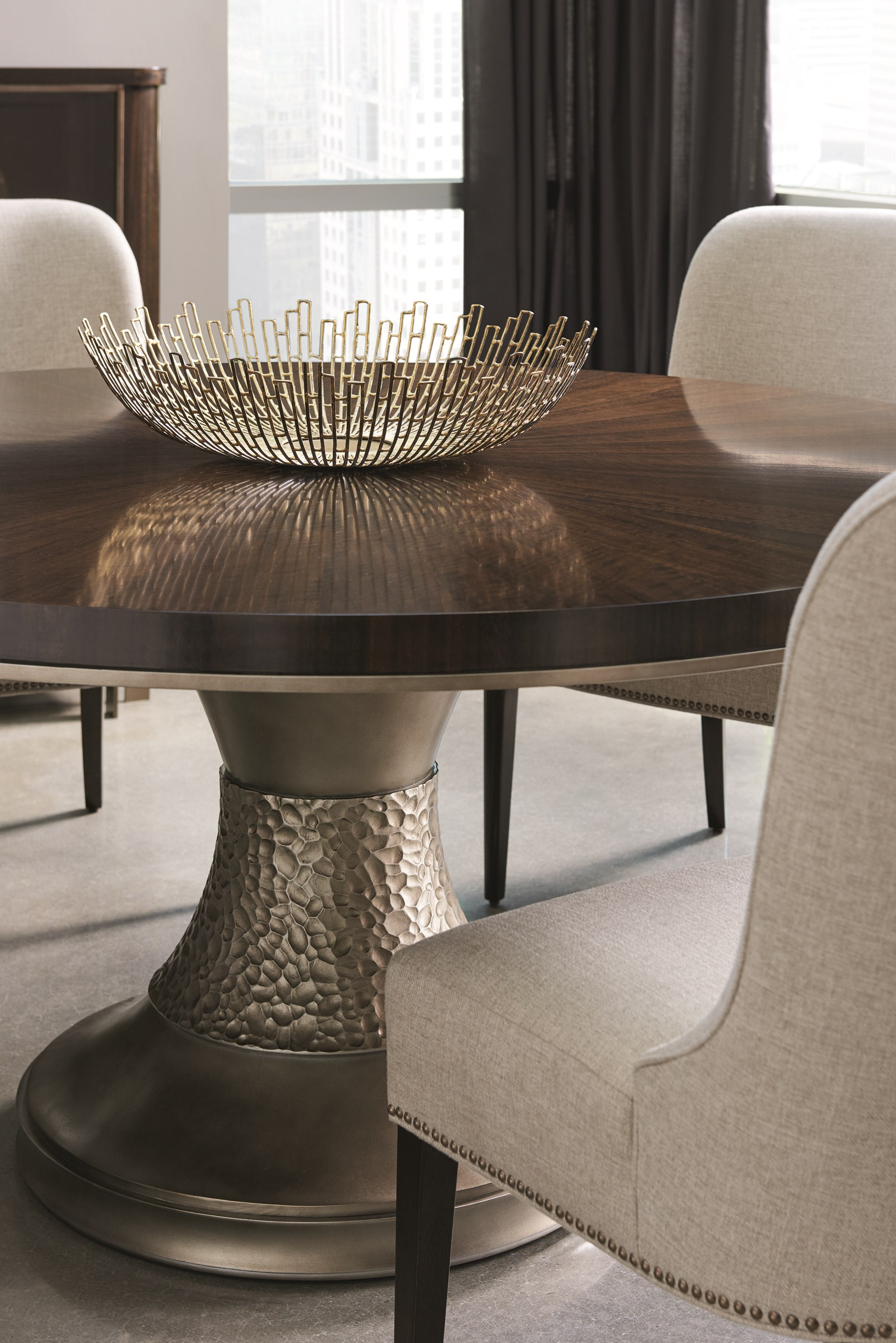 Moderne Dining Table Caracole